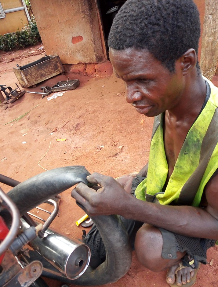 Meet the blind vulcanizer and mechanic in Enugu, his demands from the government.